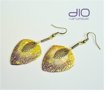 Dio featehrs earrings crop